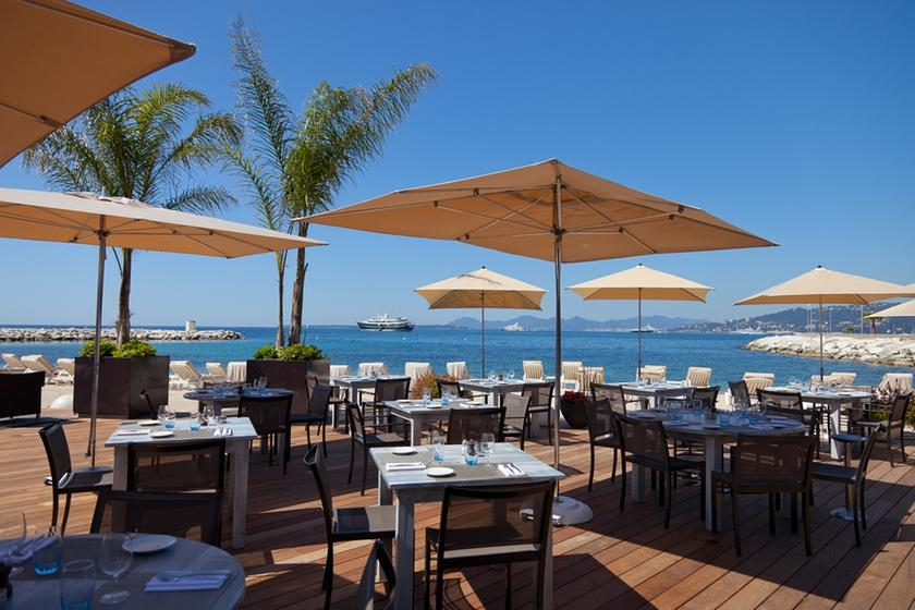 Le cap antibes a michelin guide restaurant for Resto le jardin antibes