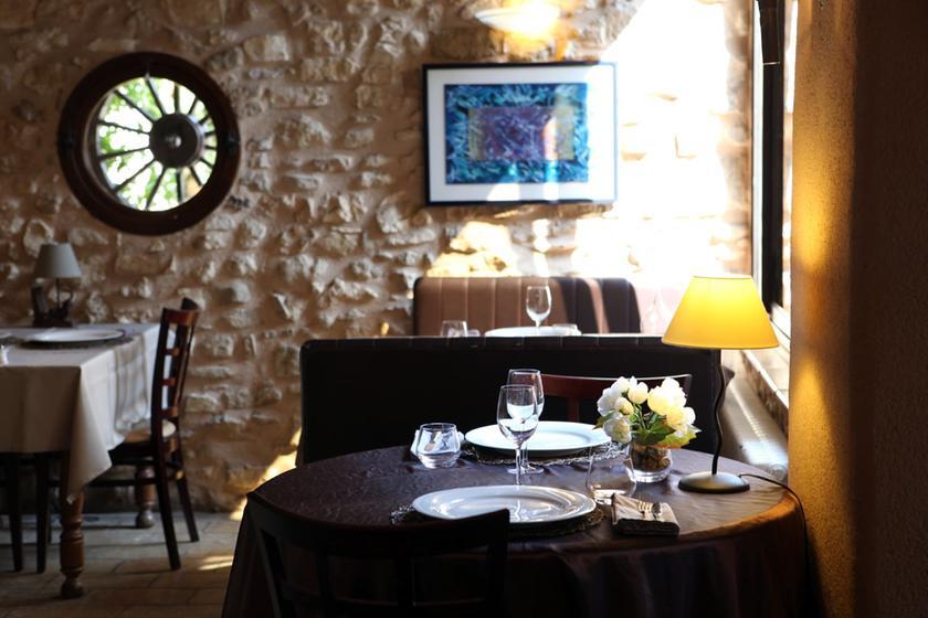 Mas de la bonoty pernes les fontaines a michelin guide for Restaurant le beaucet
