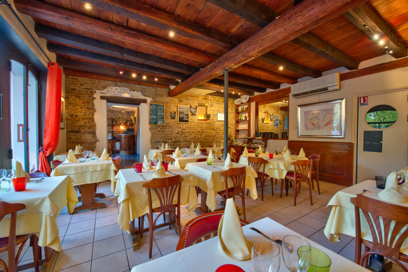 La table ronde restaurant traditionnel classique - Cuisine bourg en bresse ...
