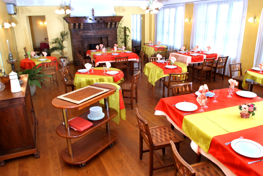 H Tel Restaurant Le Braytois Restaurant Bourguignon 77480 Bray Sur Seine Michelin Restaurants