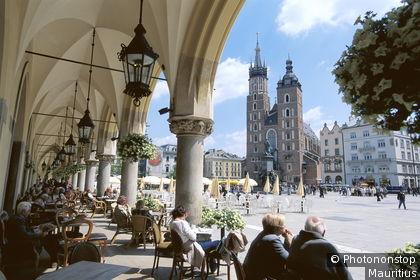 Iglesia de Nuestra Señora (Unesco), plaza del Mercado