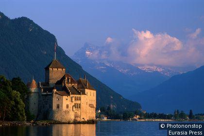 El castillo de Chillon a orillas del lago Lemán