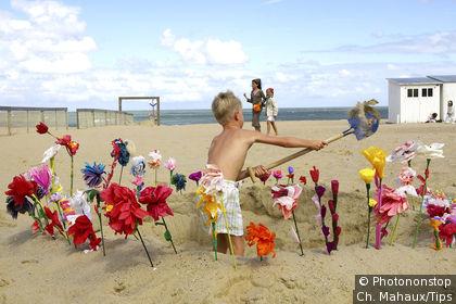 Knokke city, enfant jouant sur la plage