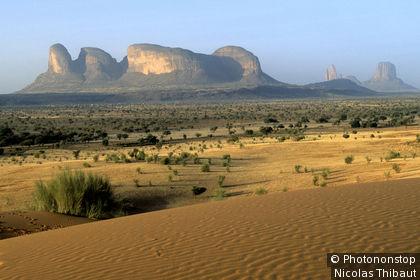 Mali, cercle (departement) de Douentza, les monts Hombori et la Main de Fatma