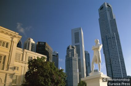 Singapore, River Walk / Raffles Landing Site / Statue of Sir Thomas Raffles