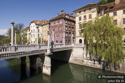 Slovenia, Greater Ljubljana, Ljubljana, Ljubljanica River lined with historical painted houses.