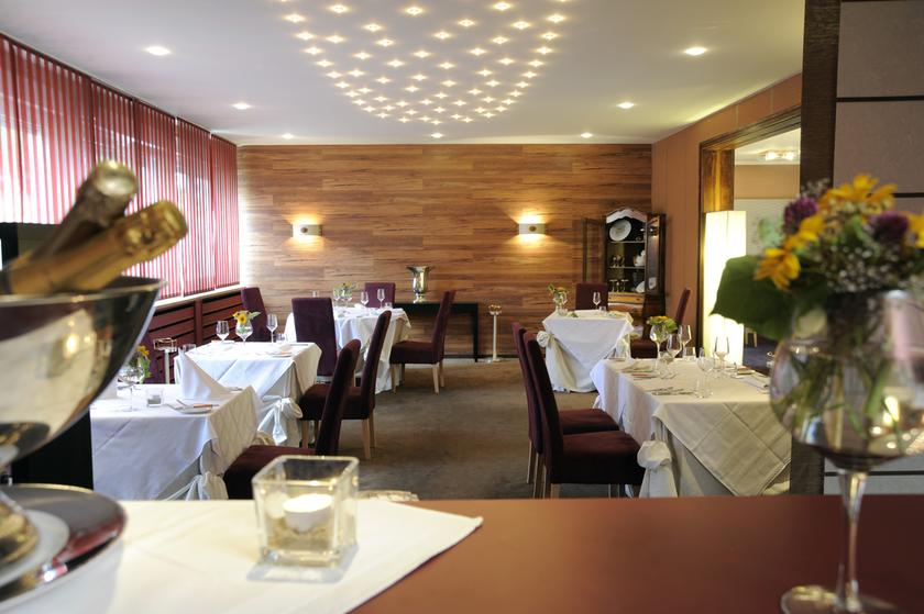 entenstuben restaurant michelin in 90489 n rnberg. Black Bedroom Furniture Sets. Home Design Ideas