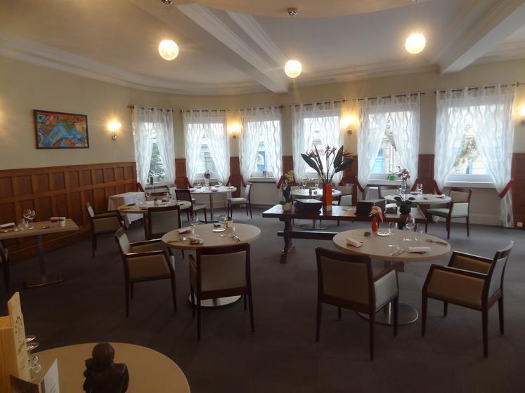 Les ambassadeurs un restaurant du guide michelin 42400 for Restaurant la talaudiere