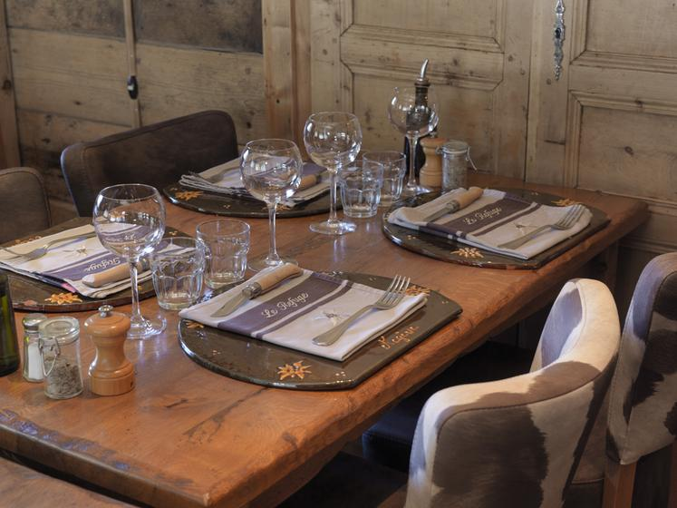 le refuge un restaurant du guide michelin 74120 meg ve. Black Bedroom Furniture Sets. Home Design Ideas