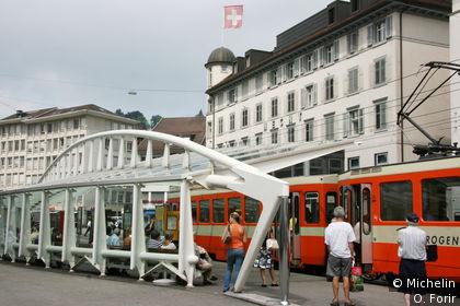 Un arrêt de tramway sur Bohl.