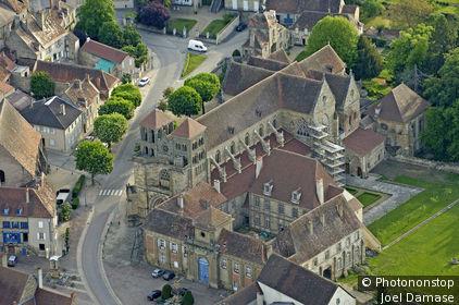 Eglise romane de Souvigny, vue aérienne