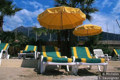 Transats + parasols jaunes