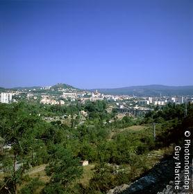 07. Privas, vue générale en été, ciel bleu