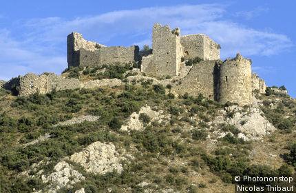 11. Tuchan, le chateau de Aguilar (chateau cathare), dans les Corbières