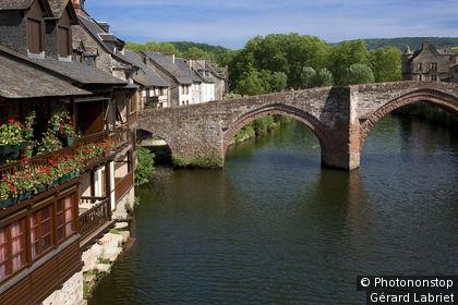 Espalion, pont Vieux sur le Lot et anciennes tanneries