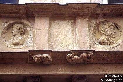 Maison d'Armagnac : détail bas-relief