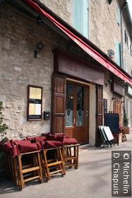 Terrasse d'un café sur le Boulevard Victor Hugo