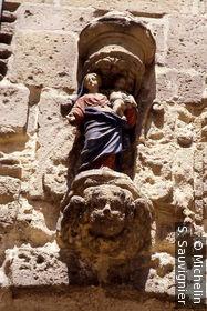 Statue en haut de la porte Jarnègues