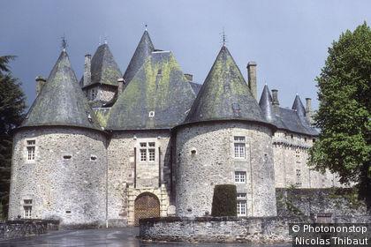 Arnac-Pompadour, le chateau de Pompadour, siege des Haras Nationaux