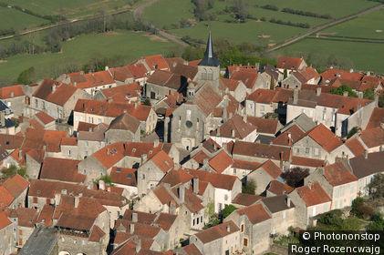 Flavigny sur Ozerain, vue aérienne du village