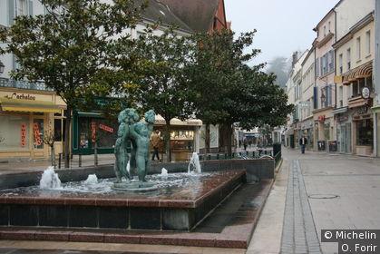 Fontaine dans la Grande Rue
