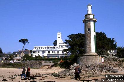 Plage, phare et Hôtel à Bénodet
