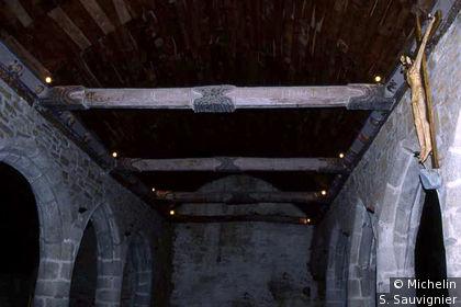 Chapelle de Trémalo (intérieur) : nef et christ