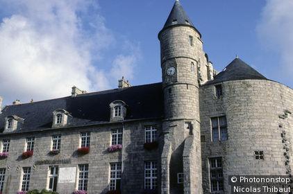 29 Pays Bigouden, Pont l'Abbé, le château