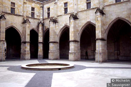 Cloître de la Cathédrale St Pierre