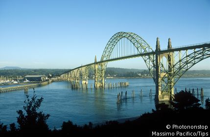 USA, Oregon, Newport, Yaquina Bay Bridge