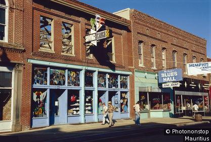 USA, Tennessee, Memphis, Blues Street, Geschäfte, Touristen Nordamerika, Straßenszene, Country-Musik, Läden, Verkauf, Fußgänger, Tourismus, Häuser, Fassade, Ziegelsteine