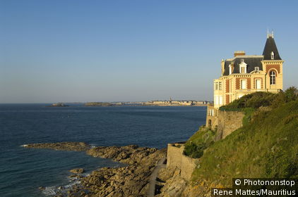 France, Brittany, Dinard, coast, villa, dusk, northwest-France, Département Ille-et-Vilaine, sea resort, destination, Atlantic, sea, evening, ebb, rocks, rock-coast, house, outlook,