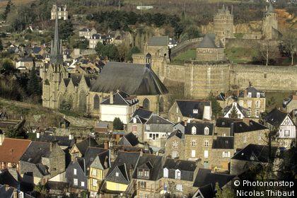 Le chateau et la ville de Fougères.