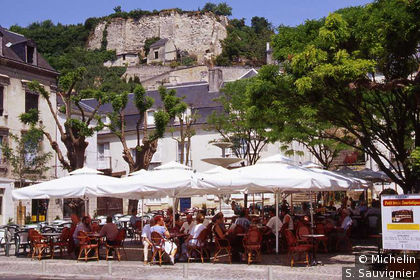 Terrasse de restaurant sur la place de la Fontaine