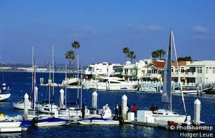Wedding couple on pier, Loews Coronado Bay Resort, Coronado. San Diego, California, United States of America