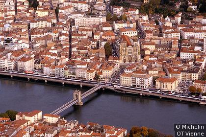 Pont sur le Rhône, Cathédrale St-Maurice en vue aérienne