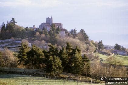 St Bonnet le Château, collégiale sur colline