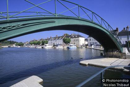 45 - Briare, passerelle et port de plaisance