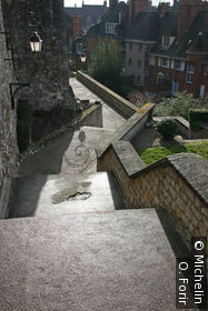 Escalier menant au château