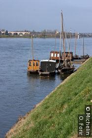 Barges sur la Loire amarrées à Gien
