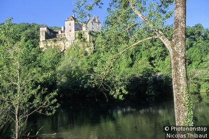 Vallée du Lot, Château de Cénevières dominant le Lot