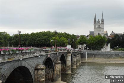 Le pont de Verdun et la cathédrale.