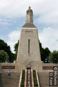 Le monument à la Victoire.