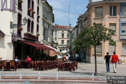 Sur l'avenue de la Victoire.