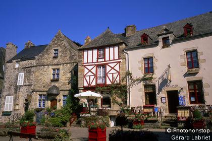 Rochefort-en-Terre, façades de maisons