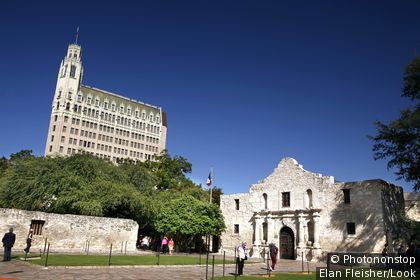 The Historic Alamo and the Medical Arts Building, San Antonio, Texas, USA, United States of America
