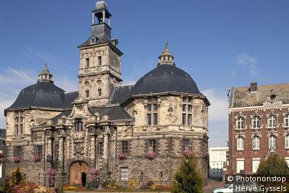 59. St Amand les Eaux, vue sur l'Echevinage, architecture renaissance flamande