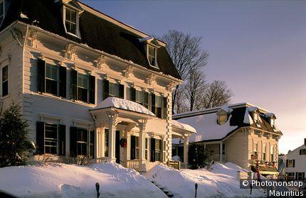 USA, Vermont, Woodstock, Wohnhäuser, Winter Vereinigte Staaten von Amerika, Häuser, Baustil, Kolonialstil, Kolonialhäuser, Architektur, außen, Schnee
