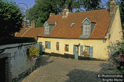Montreuil-sur-Mer, vieille ville, rue du Clape en bas