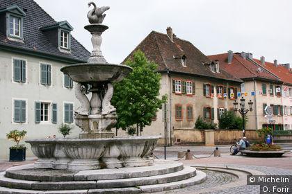 Sur la place Jeanne d'Arc.